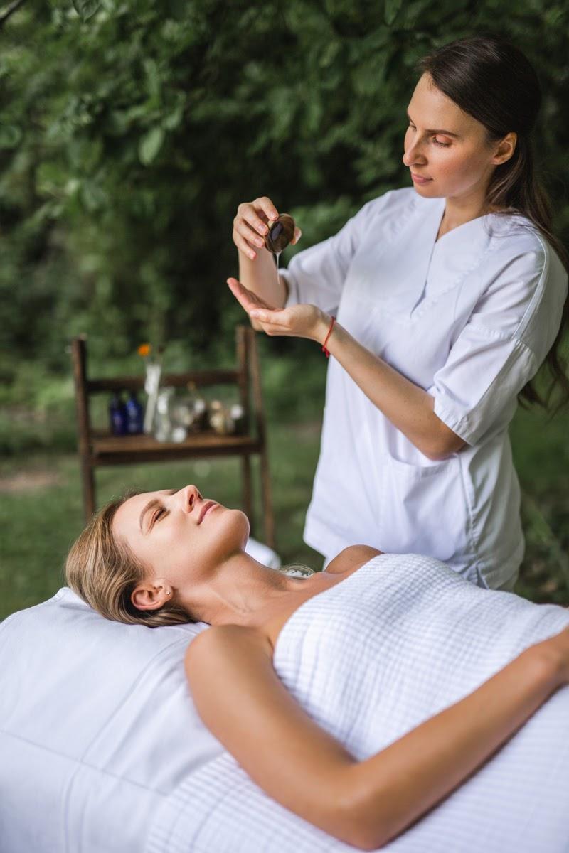 Debunkink Skincare Myths